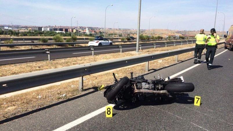 Muere un motorista en un accidente de tráfico al chocar contra un coche en la A-7