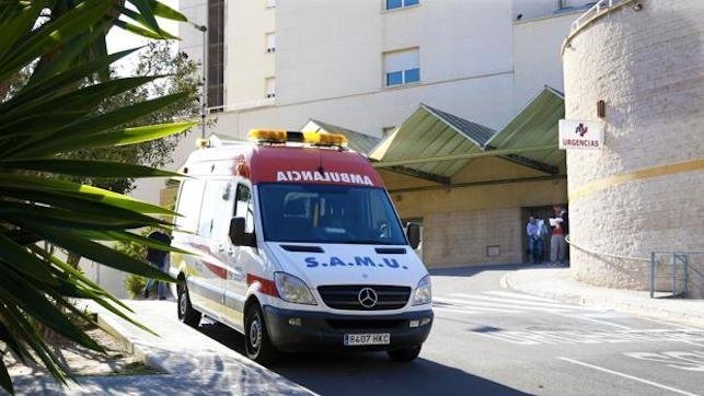 Muere un hombre tras ser atropellado por un turismo en plena vía pública, ambulancia, urgencias, emergencias, hospital, accidente, atropello