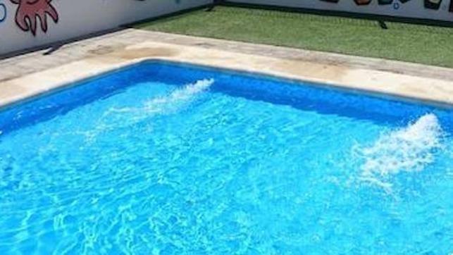 Muere un hombre tras caer en la piscina de su vivienda en San Román de los Montes