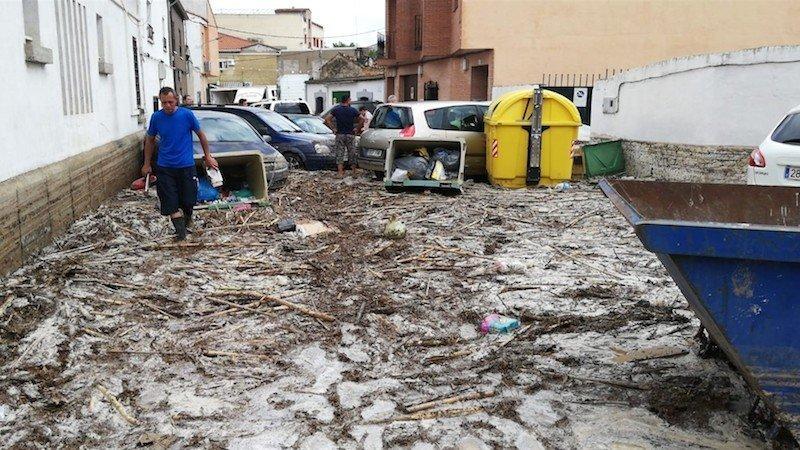 Cebolla Sufre Una Riada Histórica Con Calles Anegadas Casas Inundadas Y Coches Arrastrados
