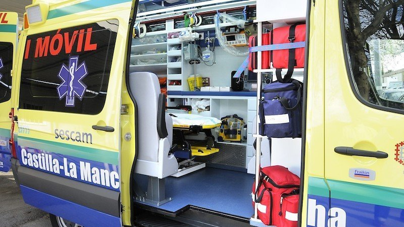 ambulancia, UVI móvil, accidente, tráfico, sescam, urgencias, emergencias,