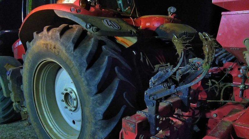 Rescatan a un hombre atrapado por el vuelco de un tractor en Barajas de Melo
