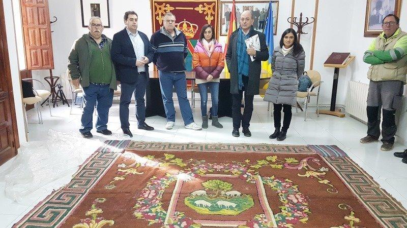 Real f brica de tapices restaura una alfombra del siglo xviii de ca averas - Fabricantes de alfombras ...