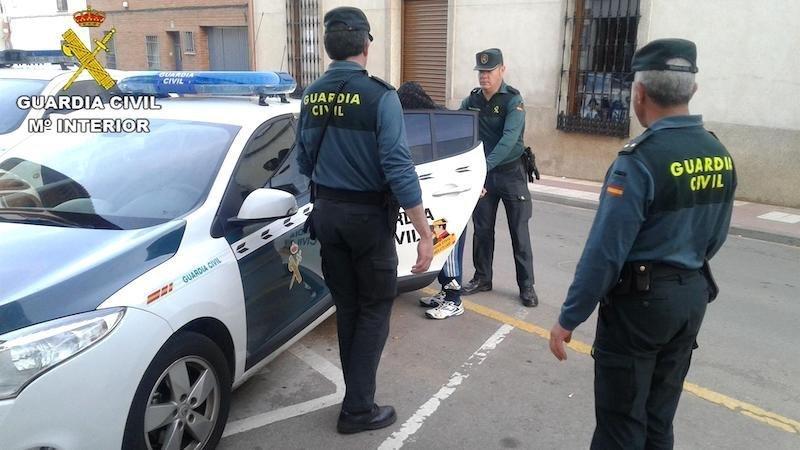 Dos jóvenes detenidas en Alovera por robar mientras se realizaba una mudanza