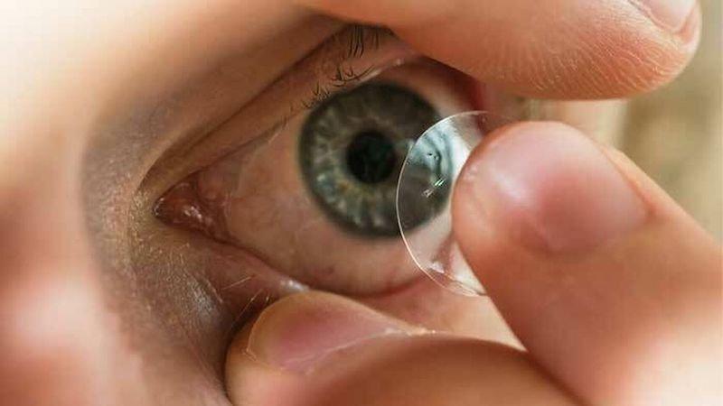 """a83c844e11 Así es la bacteria de las lentillas que devora la córnea: """"Me dijeron"""