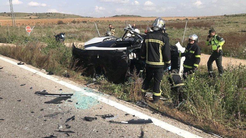 Muere un hombre y una mujer herida grave tras salirse de la carretera su coche