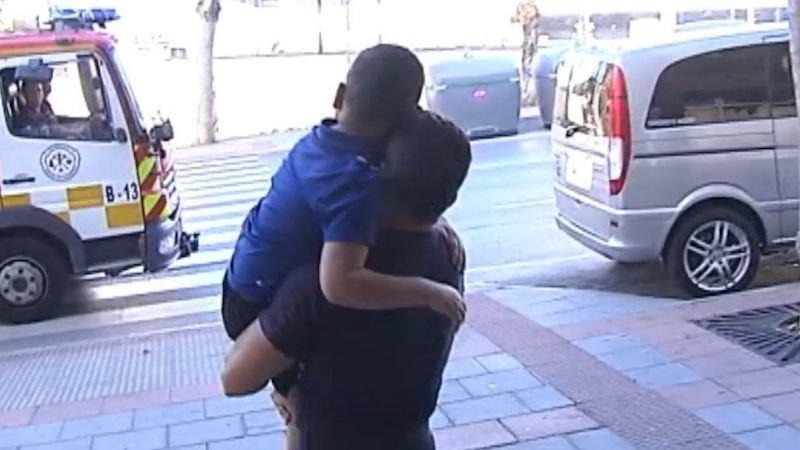 Los bomberos pagan el funeral de un niño en silla de ruedas que ha muerto de un tumor cerebral