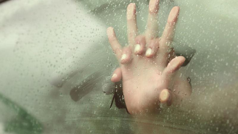 Muere mientras mantenía relaciones sexuales en un coche: su novia dice se