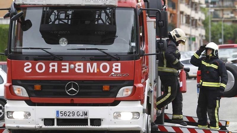 Herido un hombre al quedar atrapado en un incendio en una vivienda de Camarena