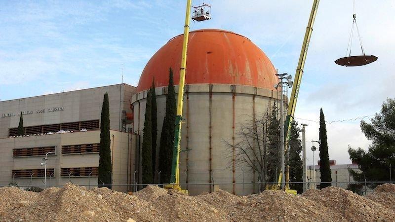 Comienza la demolición del exterior del edificio de contención de la central de Zorita