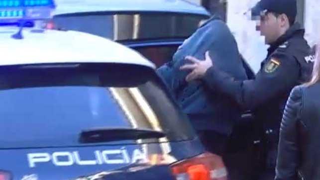 Detenidos tres jóvenes, uno de ellos menor, acusados de violar en grupo a una niña