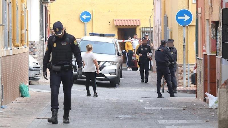 Muere una persona y otras dos heridas graves en un tiroteo registrada en una barriada