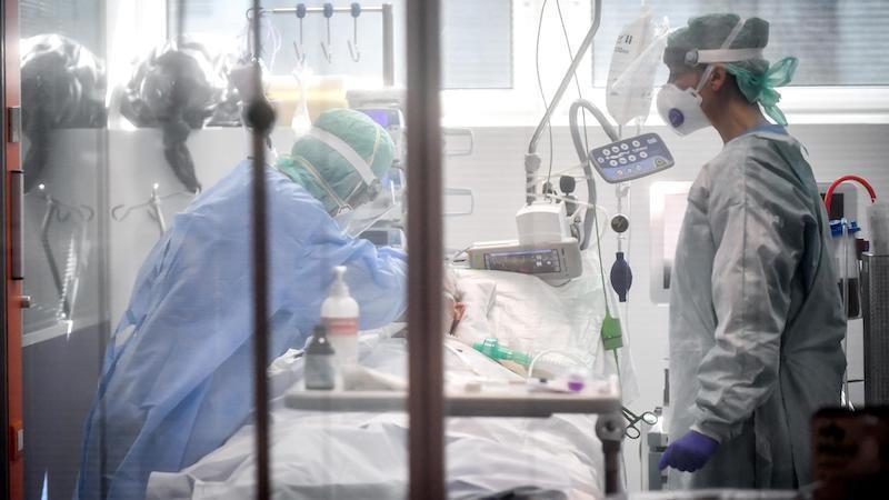 España registra 849 muertos más por coronavirus y vuelve a alcanzar el máximo diario