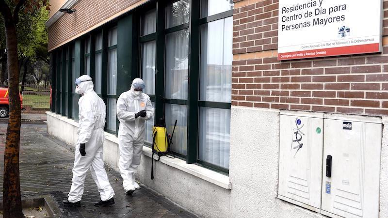 Al menos 8.353 mayores usuarios de residencias han fallecido en España en el marco del COVID-19