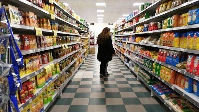 La lista de los productos que la policía te permite ir a comprar al supermercado
