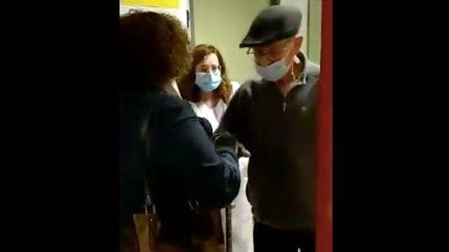 El vídeo que emociona a España: así reciben a su padre tras superar el COVID-19 con 86 años