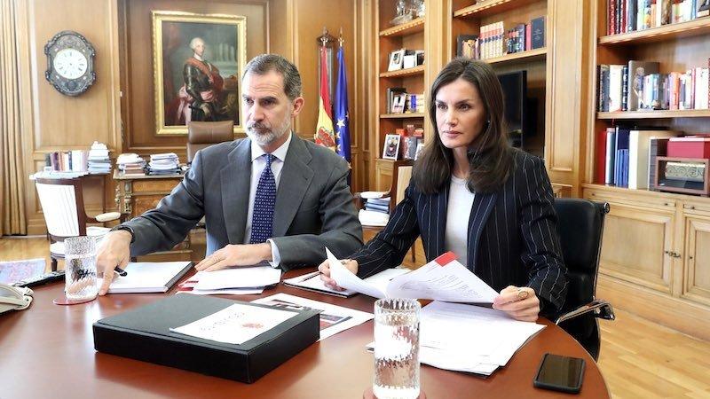 Los reyes Felipe VI y Letizia se vuelcan contra el coronavirus...Y con el teletrabajo