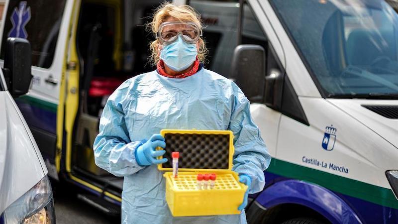 El Sescam actualiza el protocolo para proteger a todos los trabajadores sanitarios