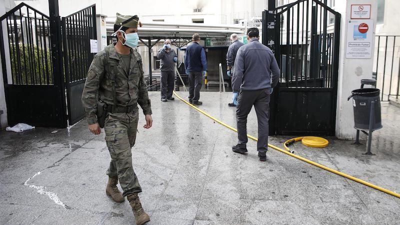 Muere un paciente con coronavirus tras precipitarse desde la ventana del hospital
