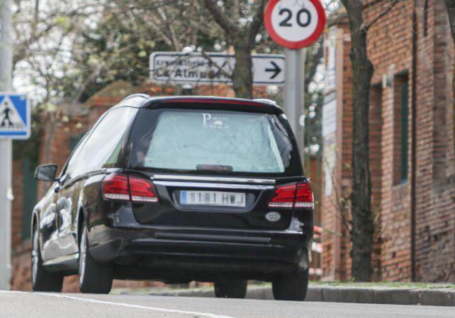 Un padre con coronavirus y su hija embarazada pasan la cuarentena en su coche