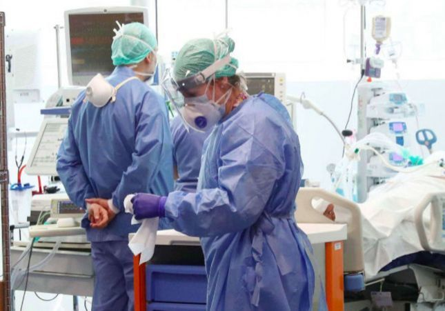 VÍDEO: Un paciente con coronavirus agrede a una enfermera para huir del hospital