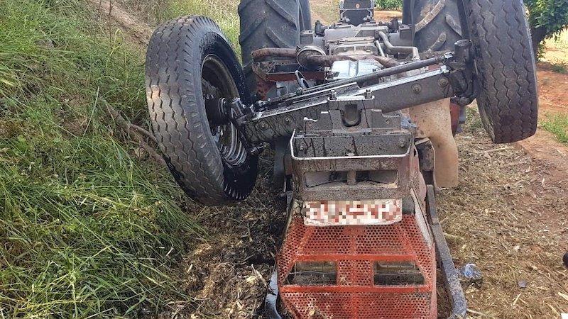 Muere un hombre tras volcar el tractor que manejaba y quedar atrapado debajo