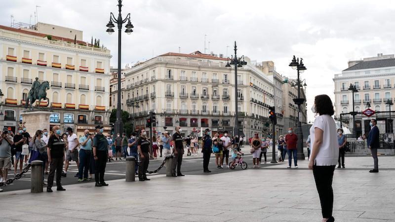 Madrid dedica a Castilla-La Mancha el minuto de silencio por las víctimas de la COVID-19