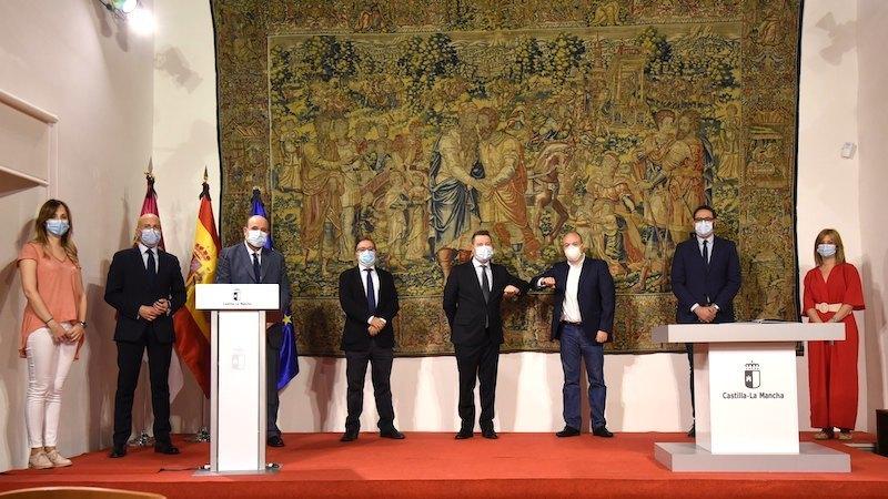 Junta, PSOE y Cs acuerdan fortalecer los servicios públicos y el sistema de ayudas