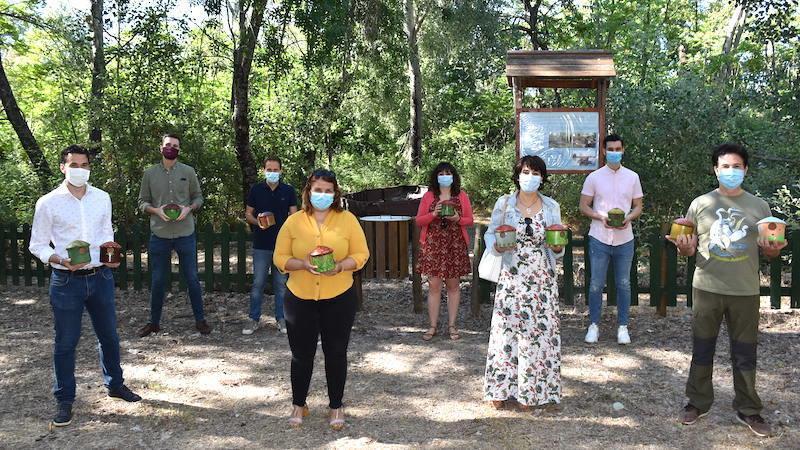 Entregan 320 nidos de barro para que sean colocados en árboles de Talavera