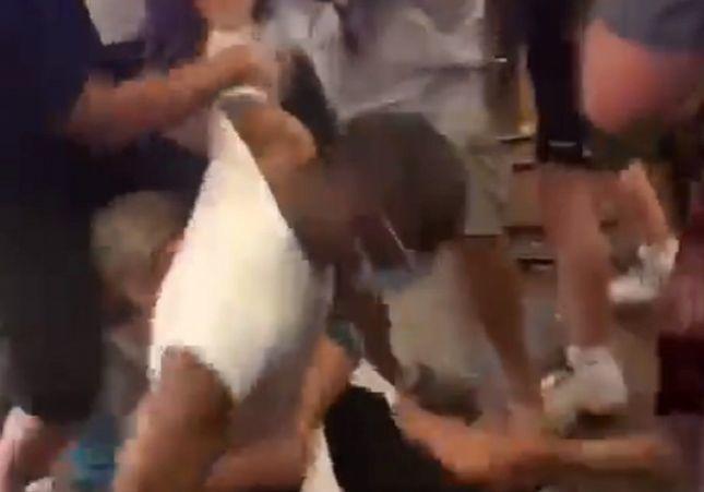 VÍDEO: Brutal pelea en un bar por el coronavirus y la distancia: puñetazos y vuelan botellas