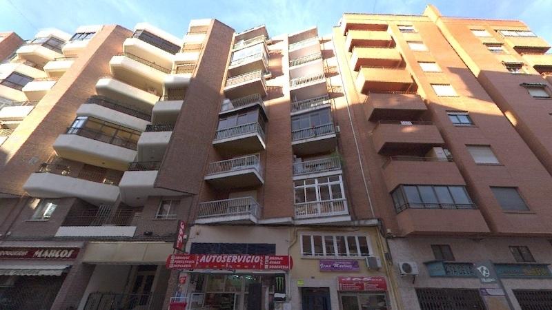 Sanidad confina un edificio de Albacete tras confirmarse un brote por coronavirus