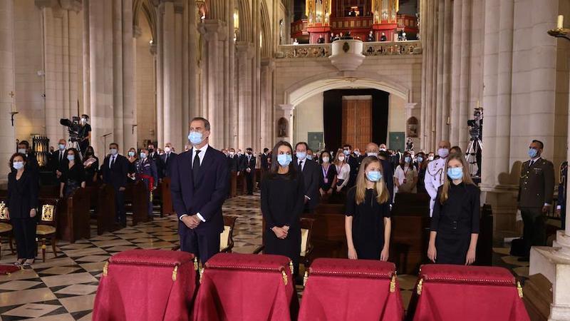 Los reyes, sus hijas, instituciones y familiares, en la misa por las víctimas de la covid-19