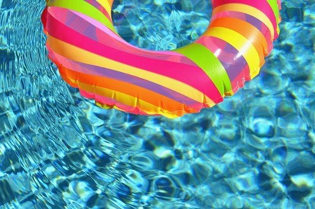 Descubre los hinchables que son tendencia para posturear en la piscina