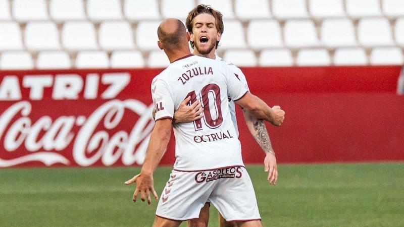 Un gol de Zozulia ante el Sporting saca al Albacete del descenso (1-1)
