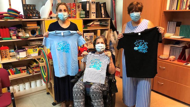 Vender camisetas y toallas, nueva fórmula de Ademcu para sensibilizar sobre la esclerosis