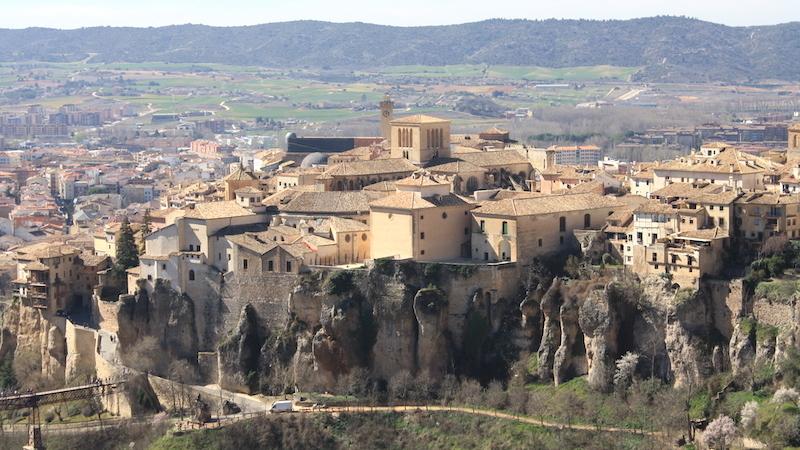 Arrancan las obras de mejora de la muralla trasera de la Catedral de Cuenca