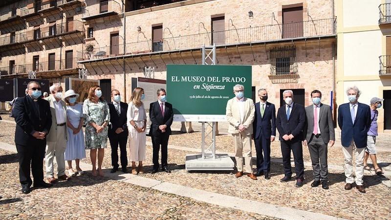 """García-Page anuncia un """"macro"""" proyecto de iluminación en la Plaza Mayor de Sigüenza"""