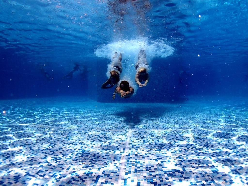 Muere un joven nadador de 19 años ingresado grave tras ser rescatado de una piscina