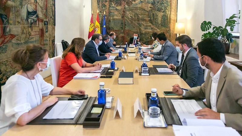 Castilla-La Mancha, con el apoyo de PP, PSOE y Cs, pide a Sánchez el estado de alarma