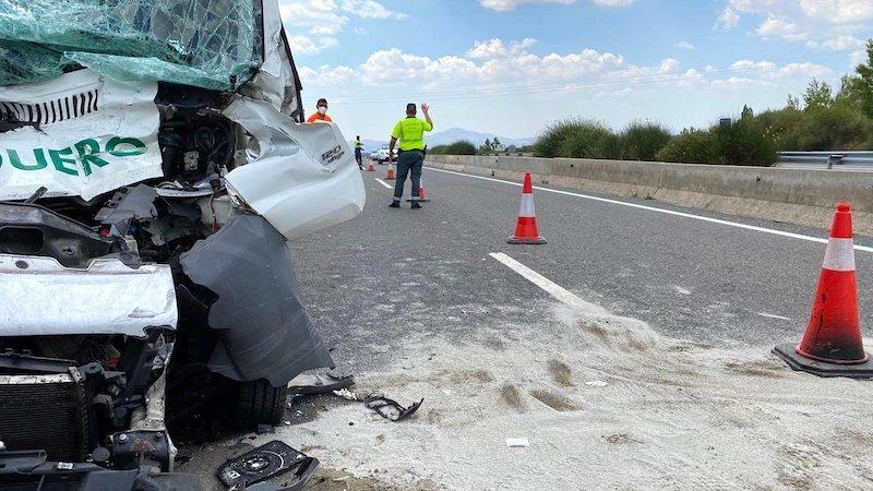 Muere un joven de 29 años en el choque entre un camión y un turismo en la N-501