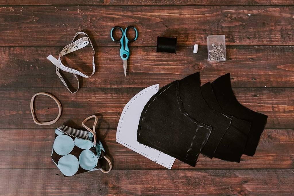 Cómo hacer mascarillas de tela en casa: Rápido y sencillo, paso a paso