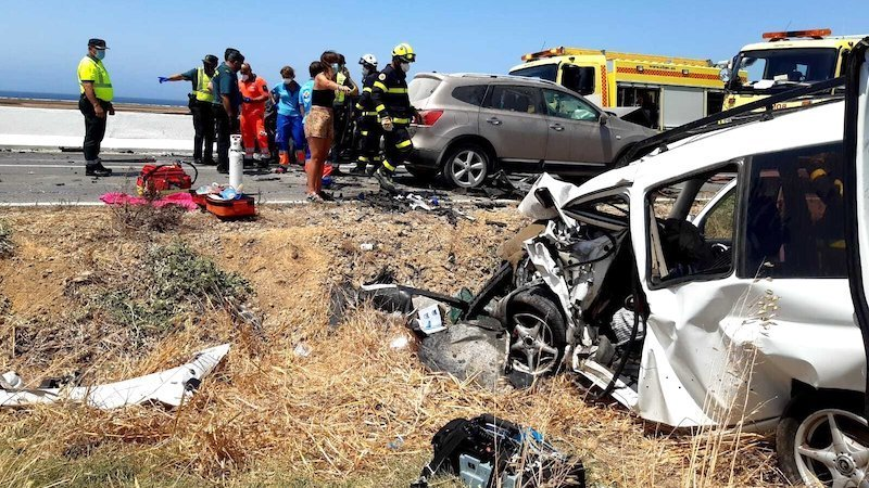 Muere una persona y tres resultan heridas tras una colisión entre tres vehículos