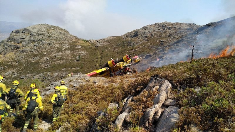 Muere un tripulante y otro resulta herido en un accidente de un hidroavión de incendios