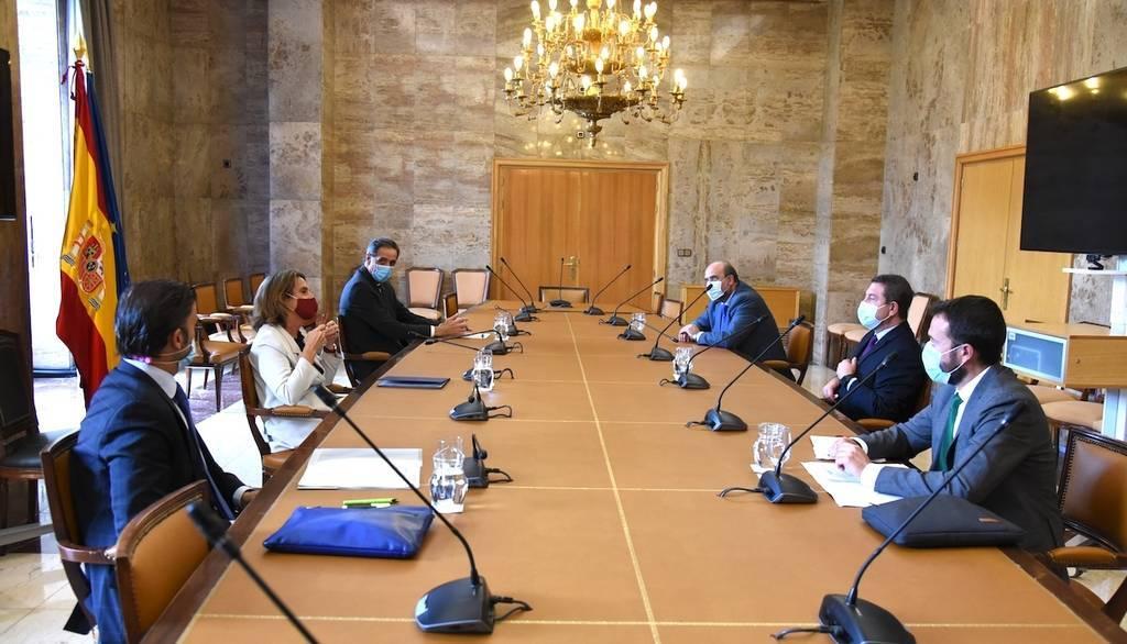 CLM presenta a Ribera su gran apuesta por el desafío demográfico y las energías renovables