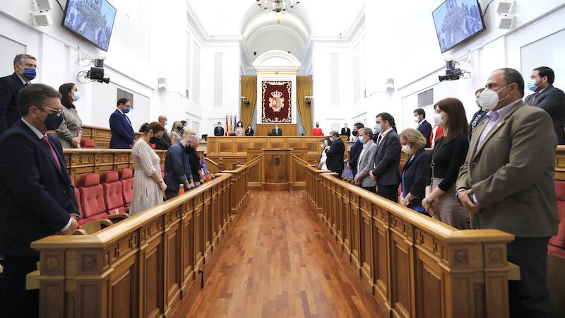 Las Cortes guardan un minuto de silencio por las últimas víctimas de violencia machista
