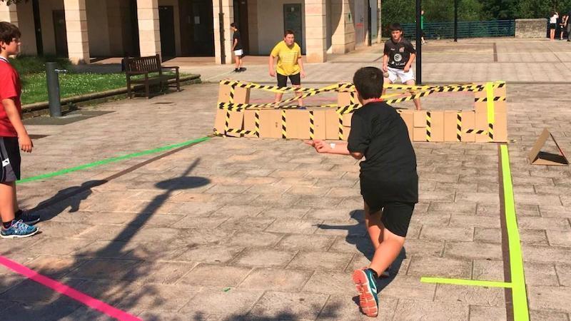 Una guía para practicar deporte en la calle utilizando materiales reciclados