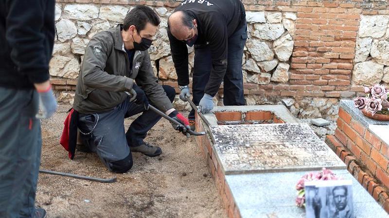 Empieza la exhumación en el cementerio de Guadalajara para encontrar a 21 fusilados