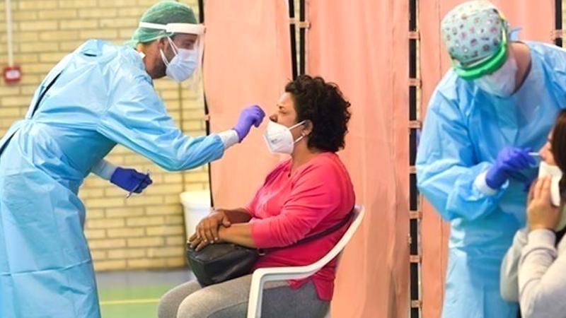 Sanidad notifica 18.418 nuevos casos de coronavirus, 8.304 en 24 horas, y 267 muertes más