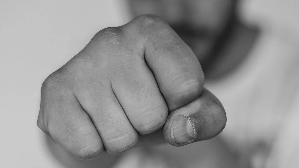 Un grupo de hombres mutilan las manos y sacan un ojo a un chico de 16 años por venganza