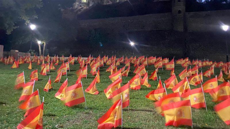 La asociación ANVAC planta y luego deber retirar miles de banderas de España en Toledo